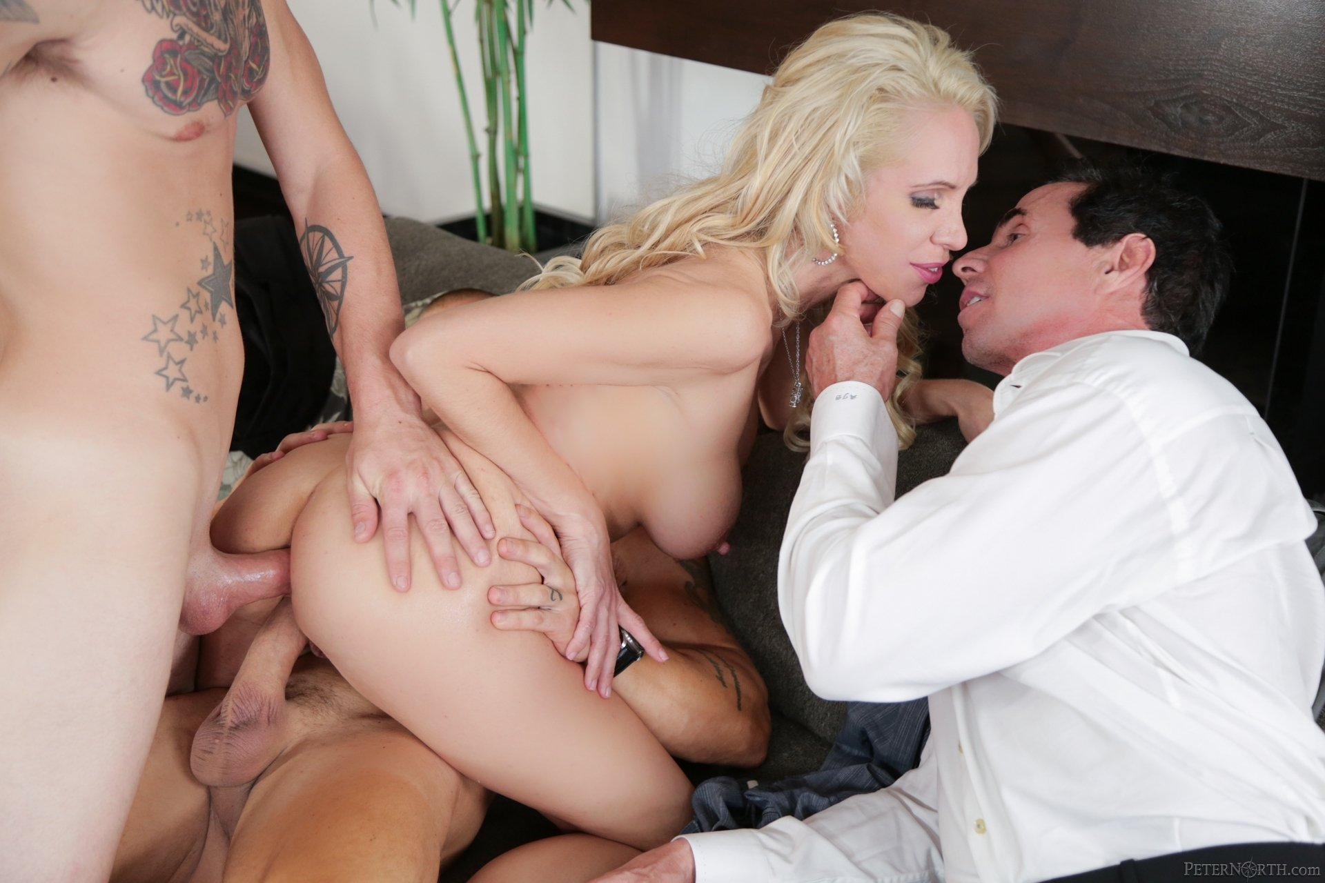 Vudogul    reccomended Curvaceous woman Adriana does porn