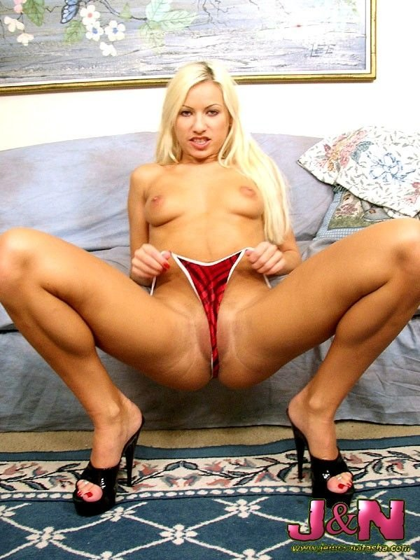 Saggy natural boobs Seachbusty blonde playing with her dildo on live cam