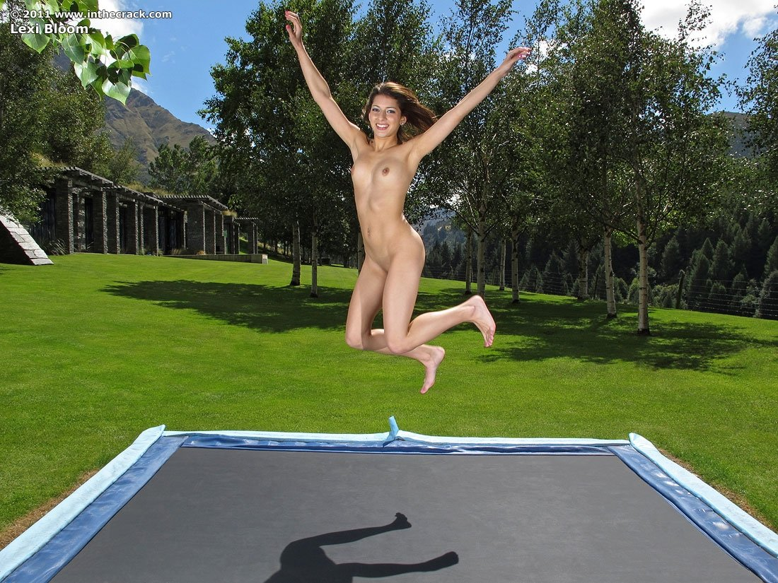 Topless trampoline video — img 9