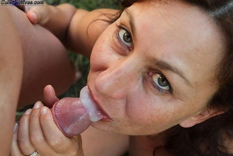 Mom finds daughter passed out Milf thot eats the dick