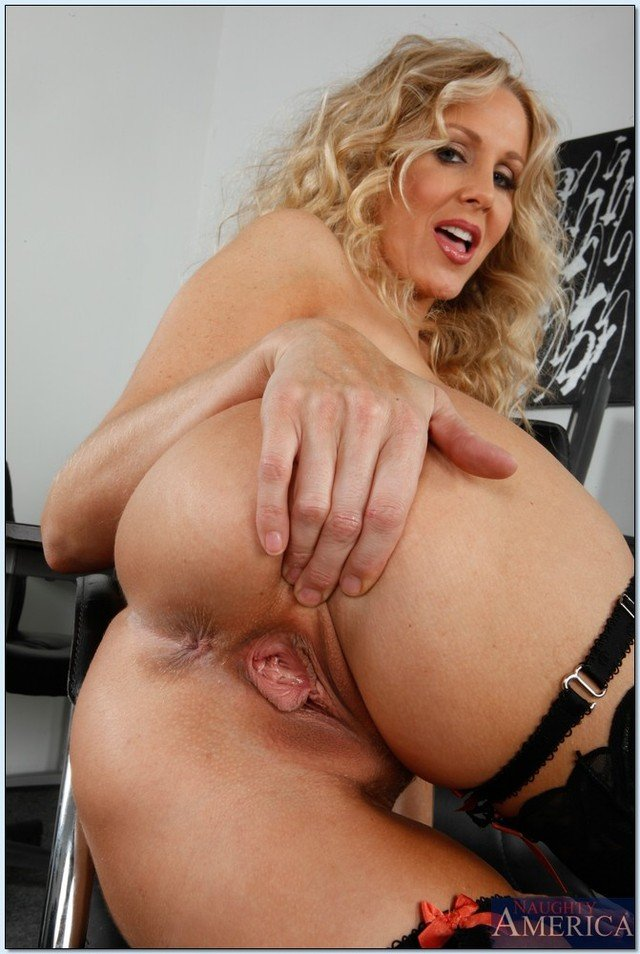 Ever reccomend milf poker player lets horny men squeeze her boobs