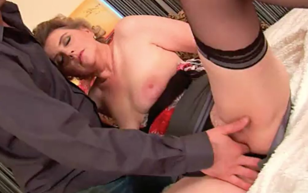 xvideos milf amateur there