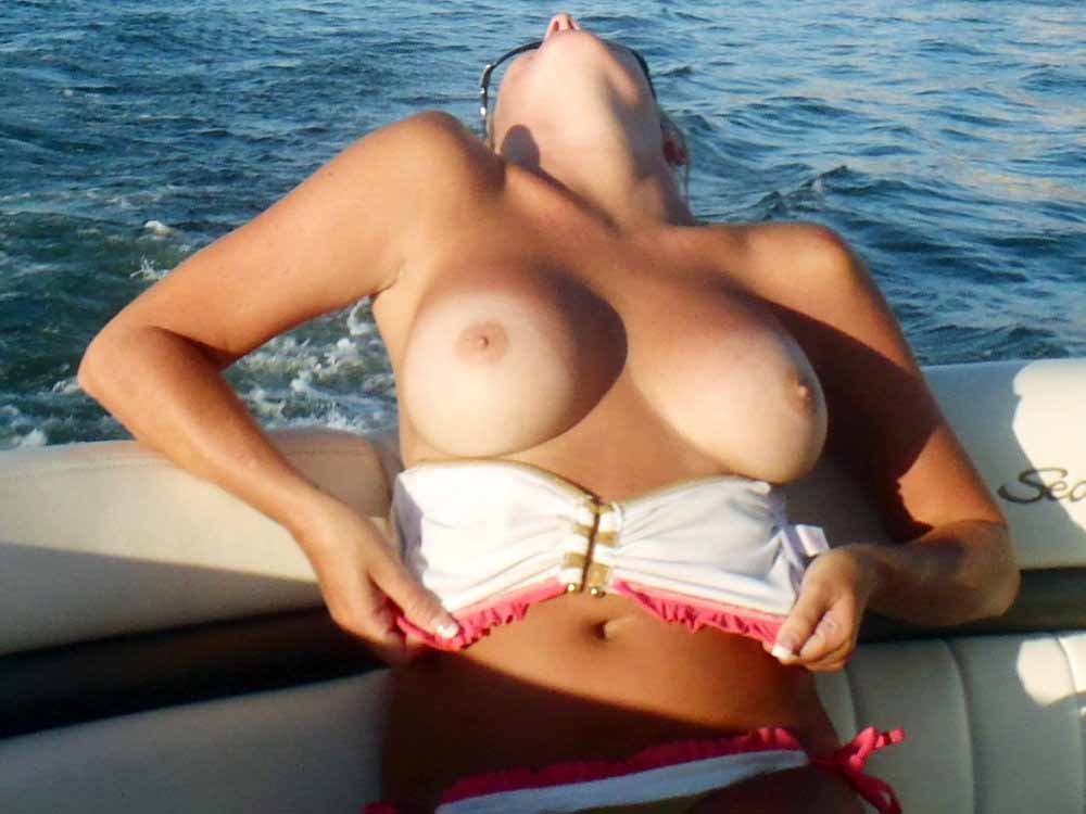 blonde bouncing tits there