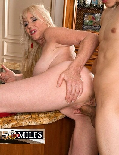 mature wife swinger party