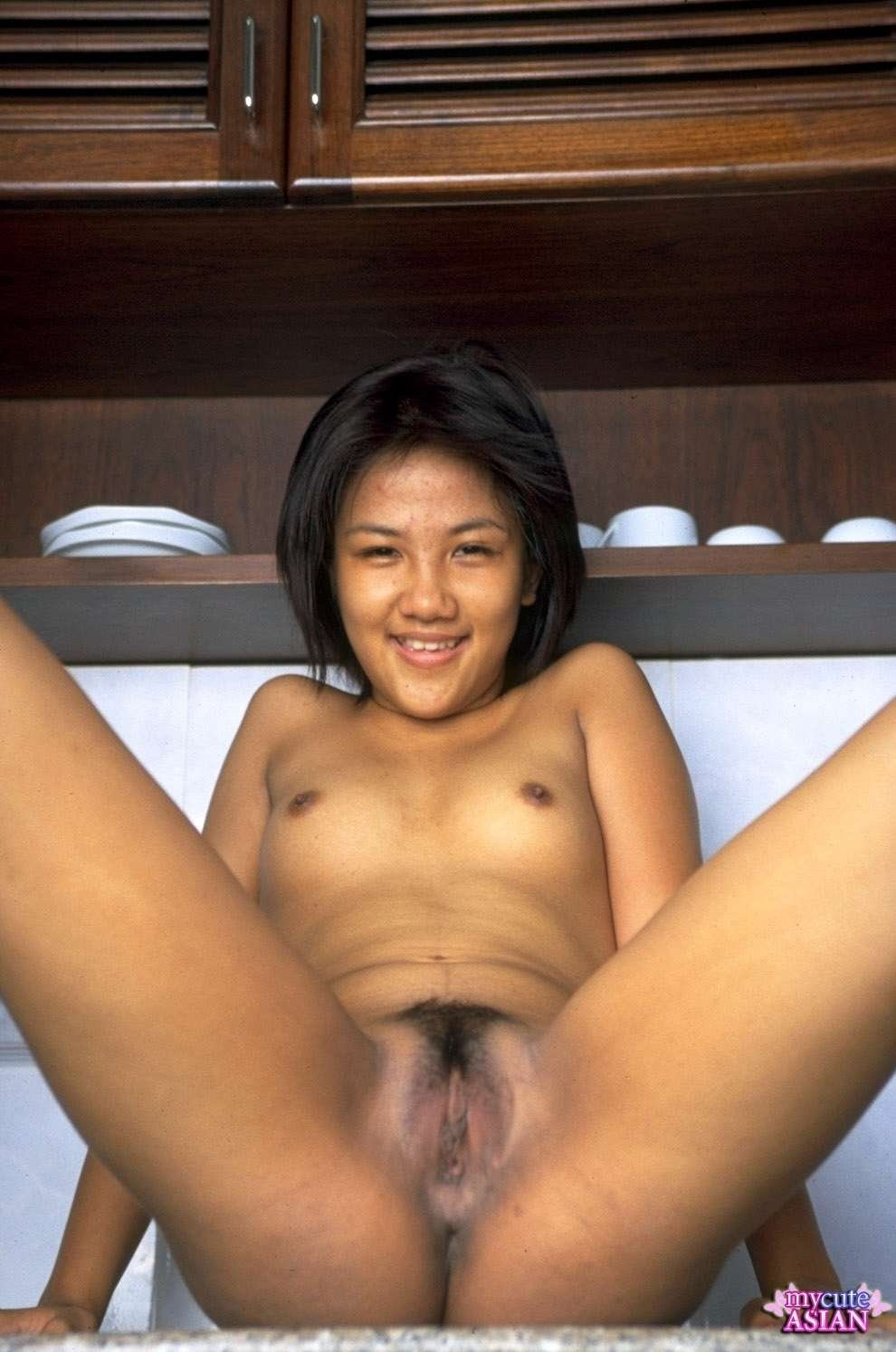 asian amateur spread her wet and little pussy