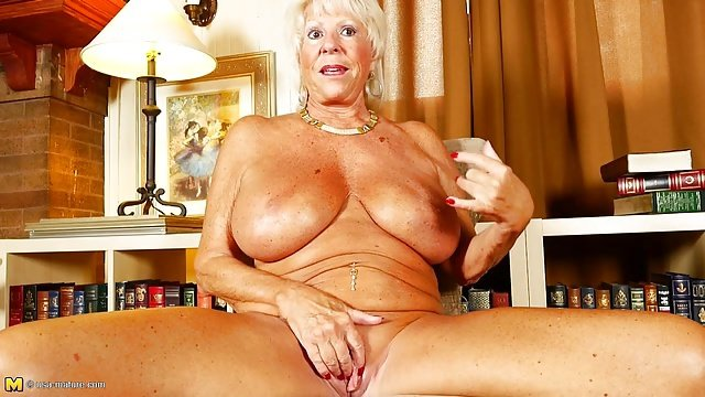 Mom sex with sweper at home mature mom black