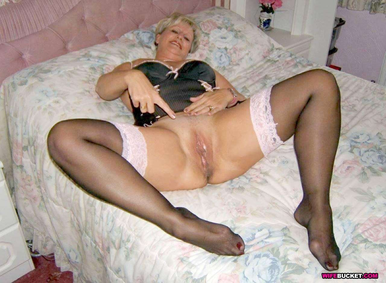 Ebony milf in lingerie