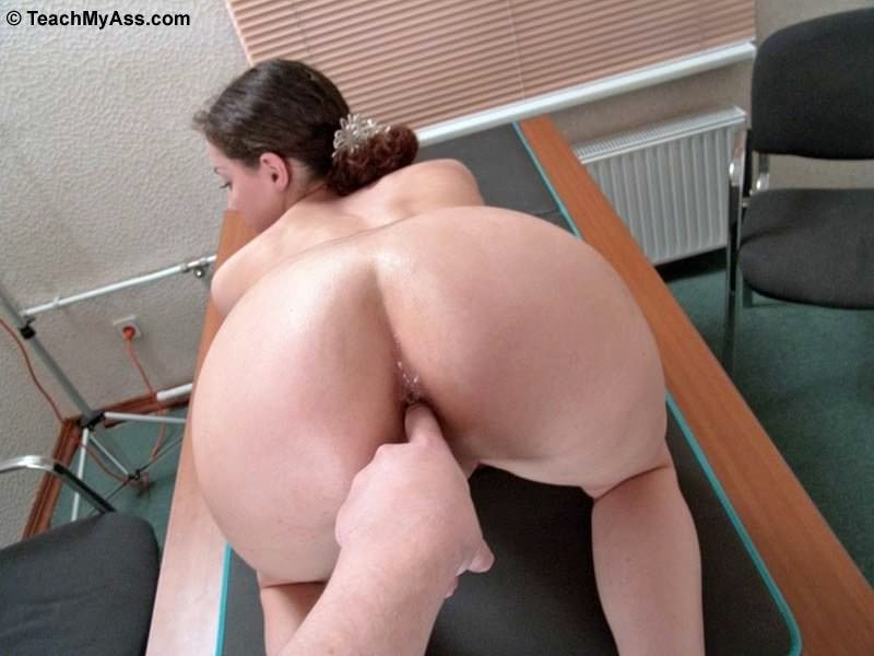 Beautiful usa house wife attacked by thief asian tries anal