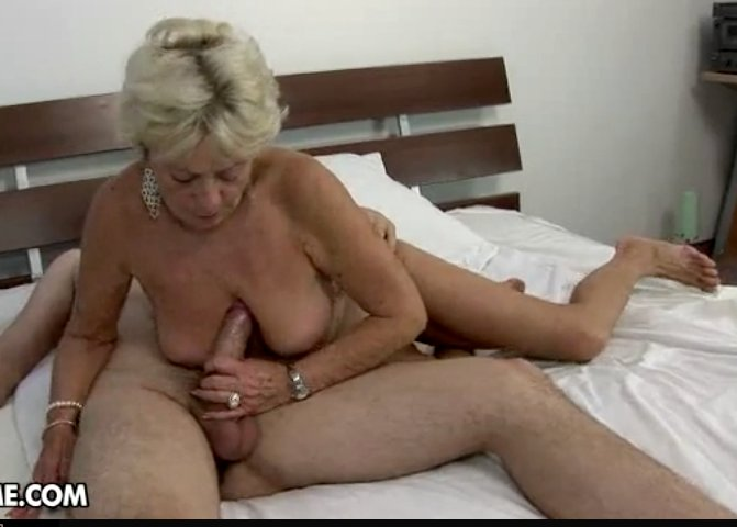Pump spunk into wifes pantied ass