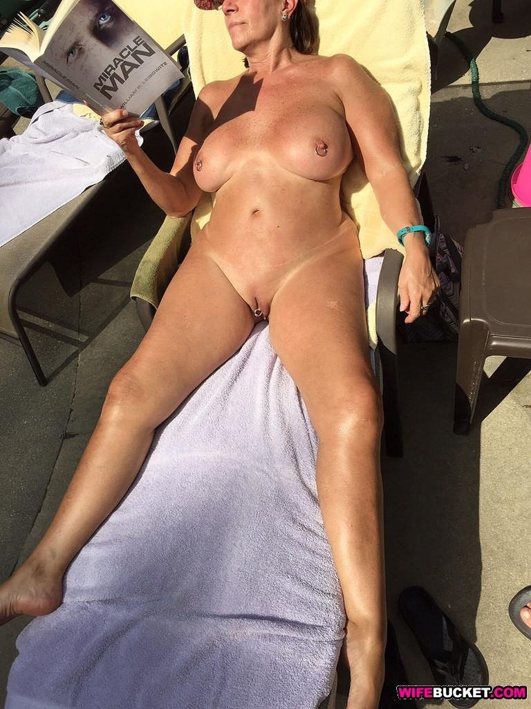 Sexy nudes of a hot mature woman