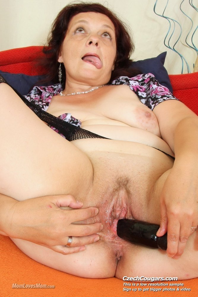 Blindfolded wife thinks its a dildo