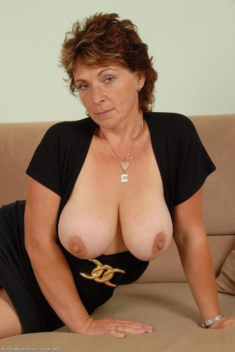 Gorgeous mature woman slammed by hung stud