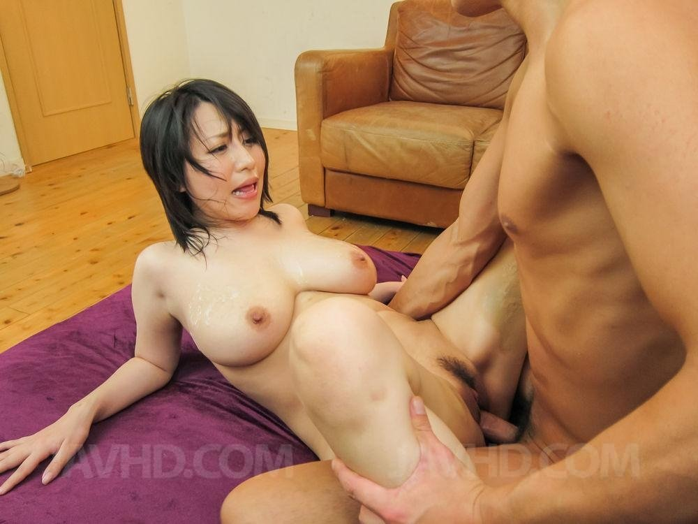 Can Japanese mom cum in pussy