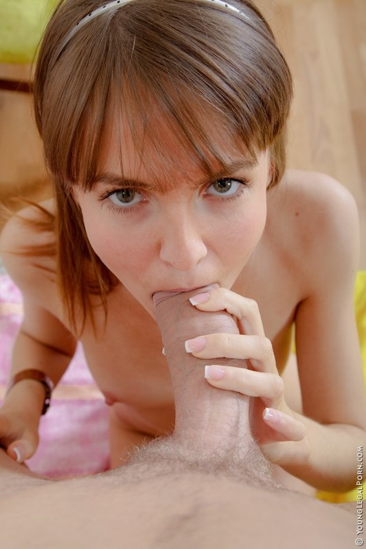 girl with glasses sucking dick