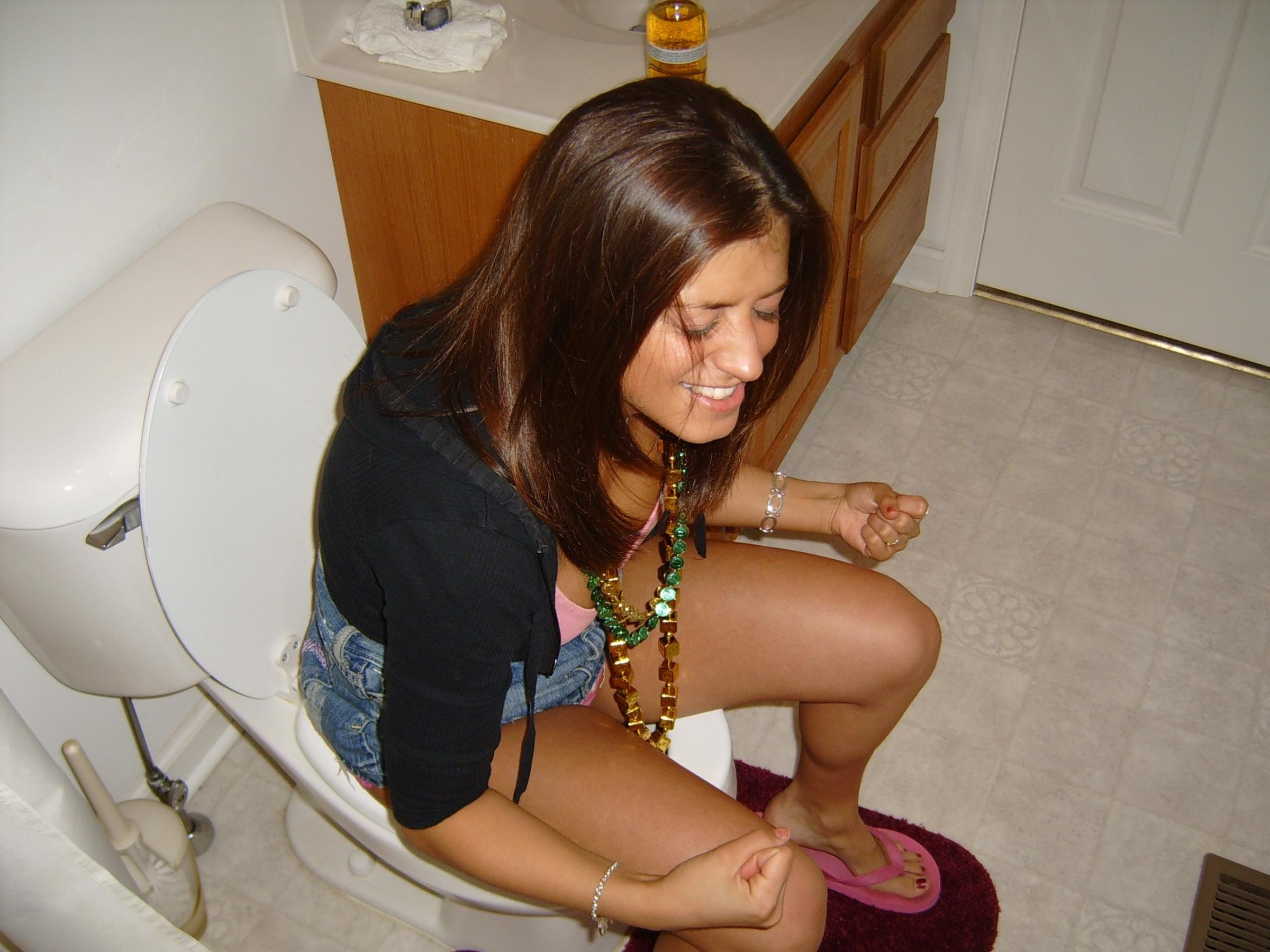 Upskirt girlsa on toilet unknown