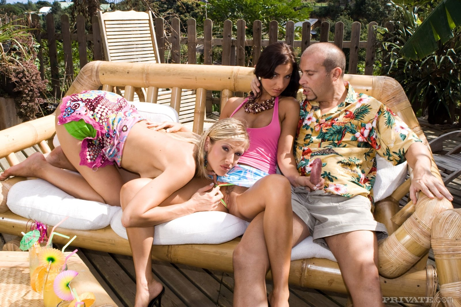 Doktilar    reccomend threesome with my wife and friend
