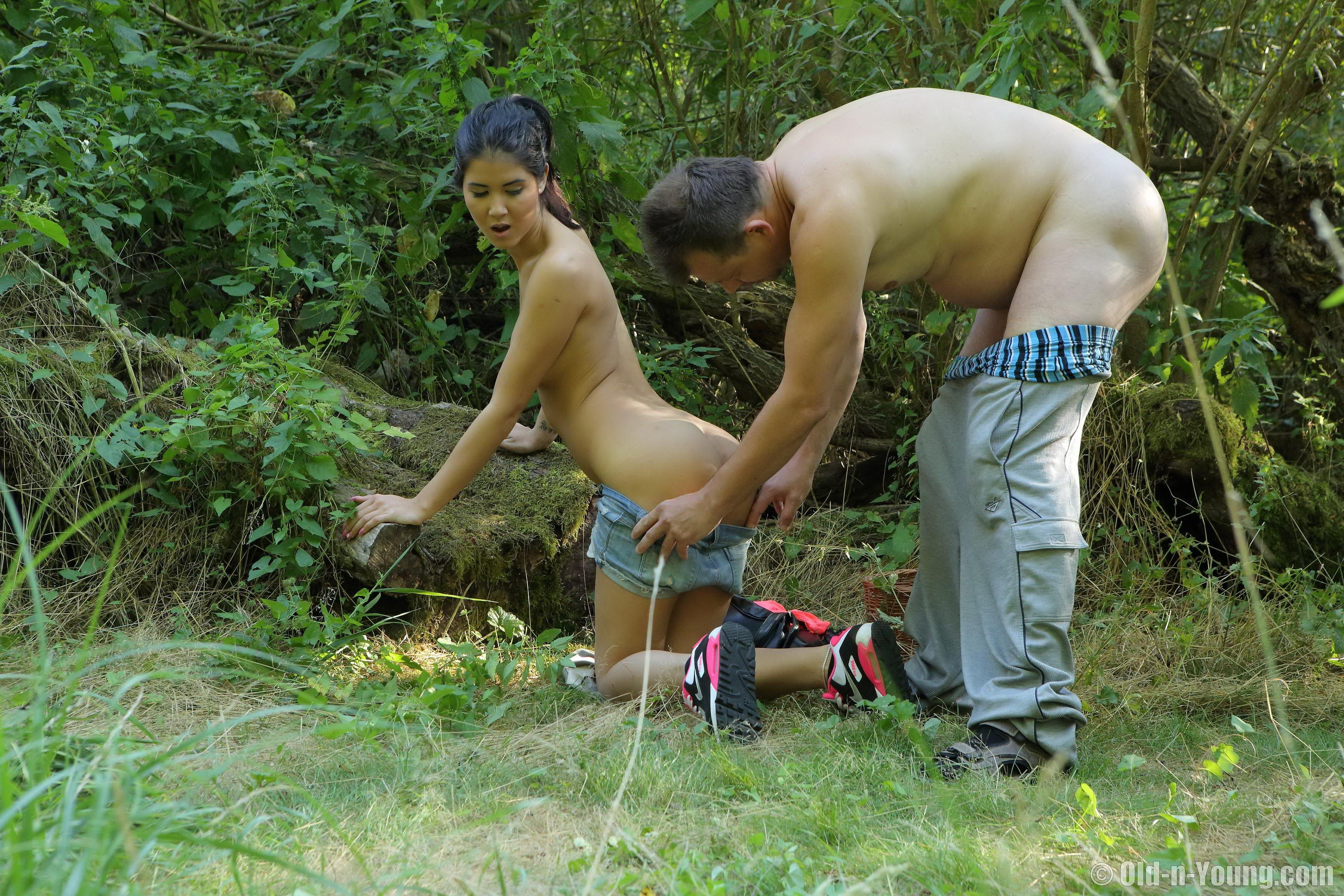 Sex in the woods teens — pic 4