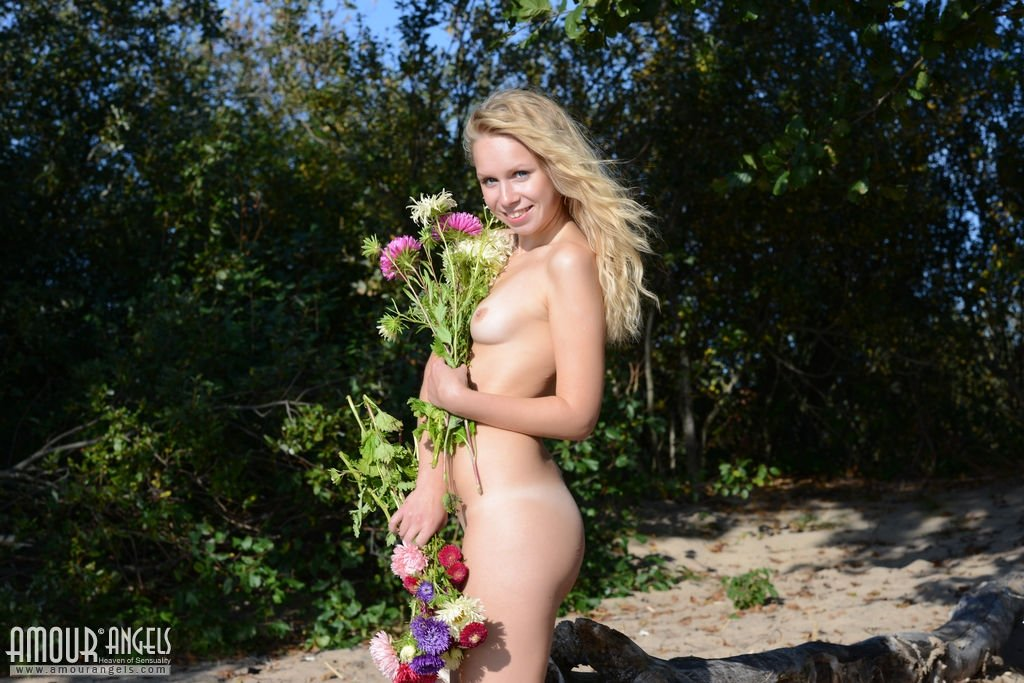 Naked photo tiger woods wife