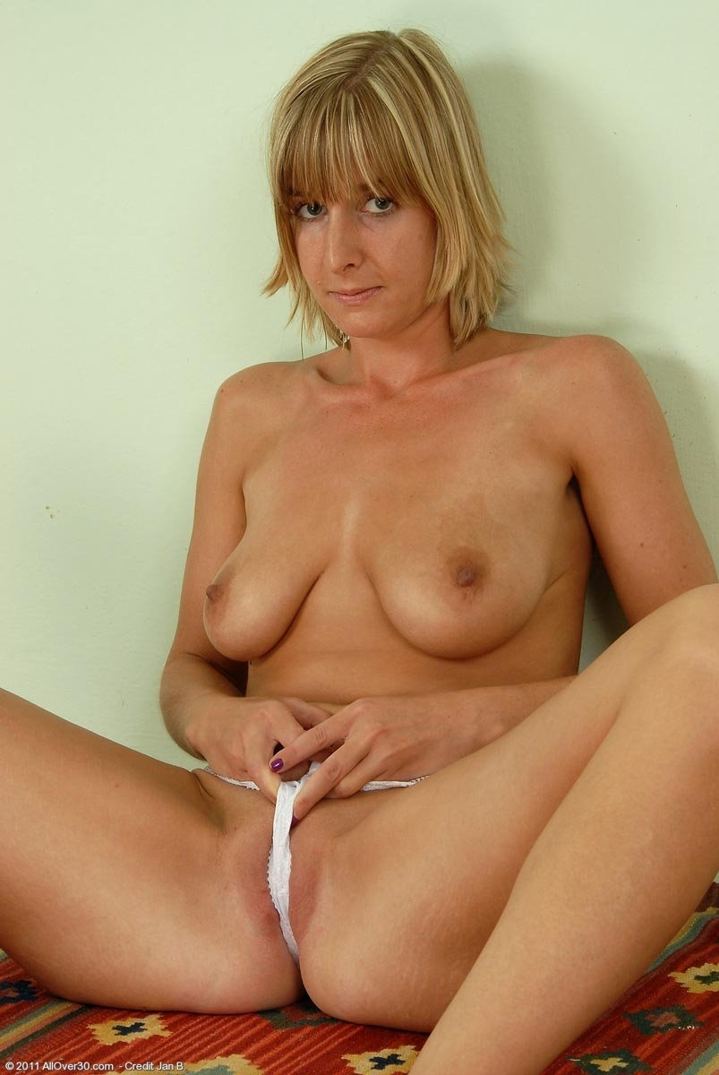milf fingering porn pics there