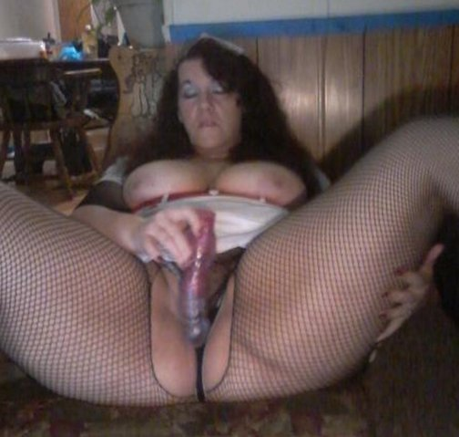 Huge cock guy got lucky today with his hot gf and her mom there