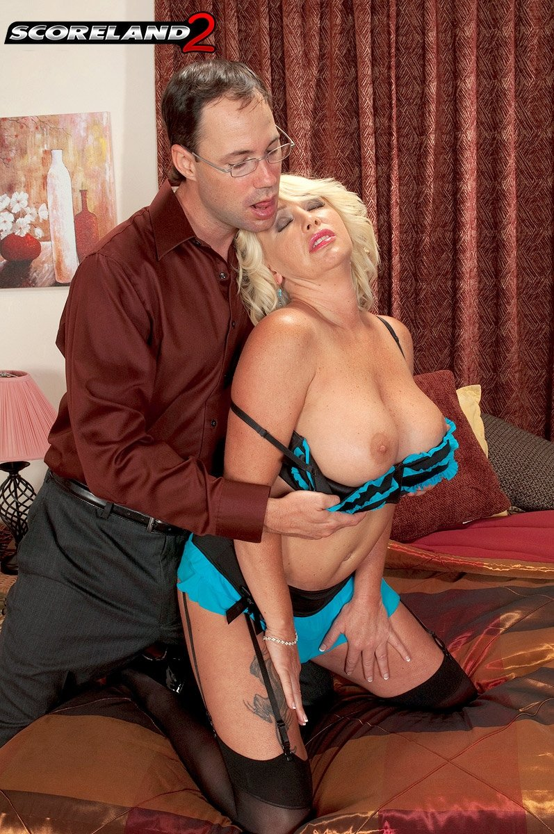 Mature wife on sybian #7