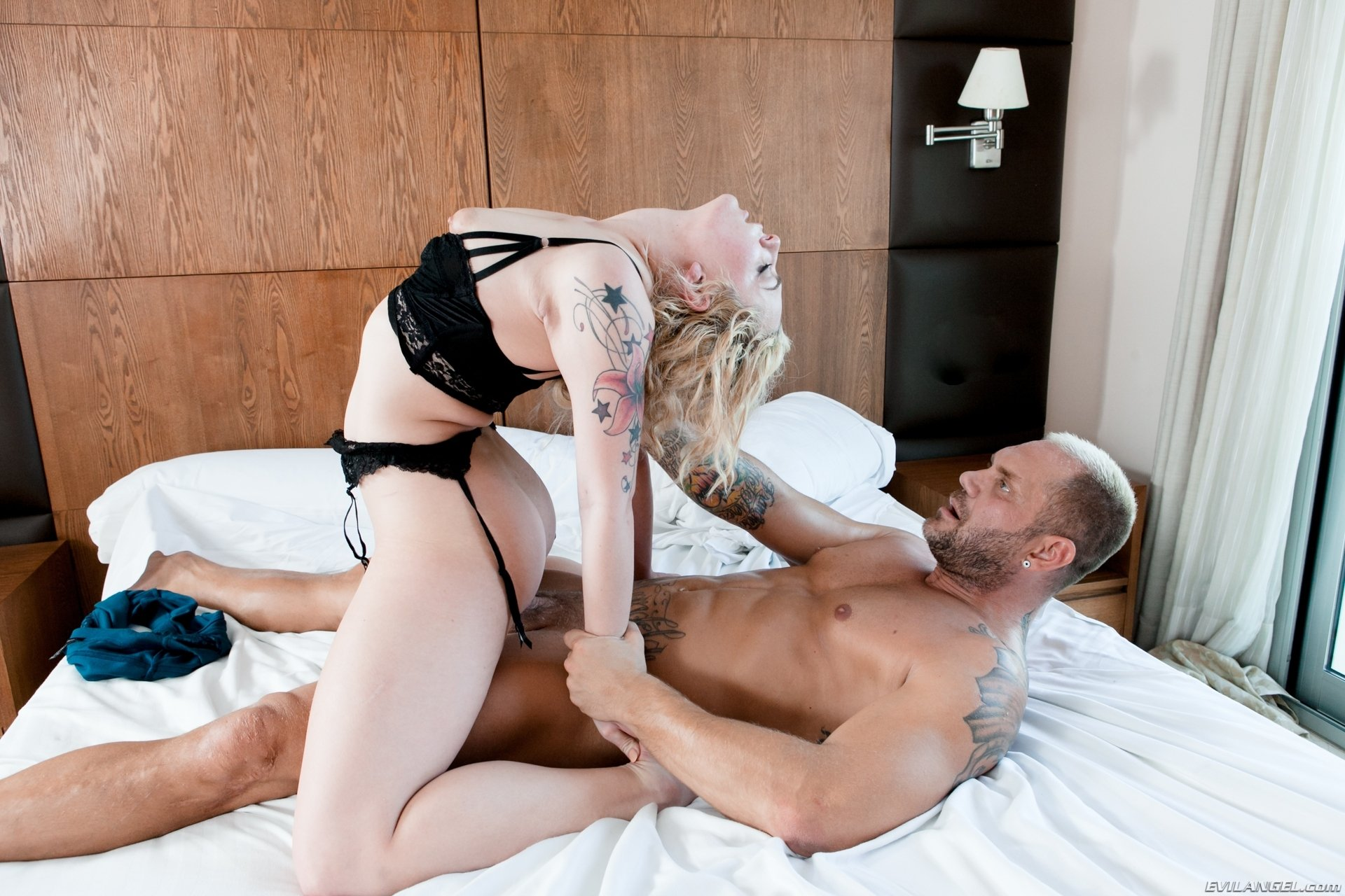 Gwen summers blowjob