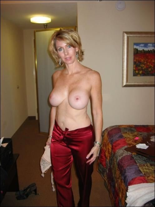 Hot mom nude pictures #1