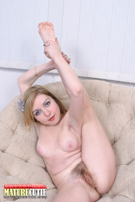 Cuckold cummy toes lesbians and huge dildos