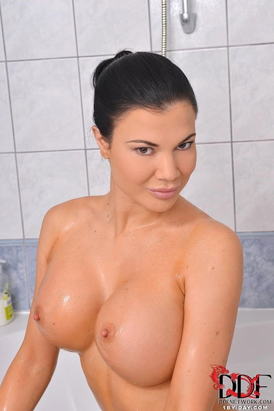 Big tits bouncing xnxx roja boobs