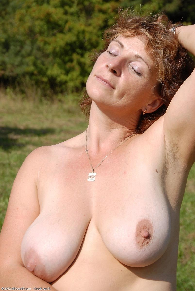 Saggy tits outdoors