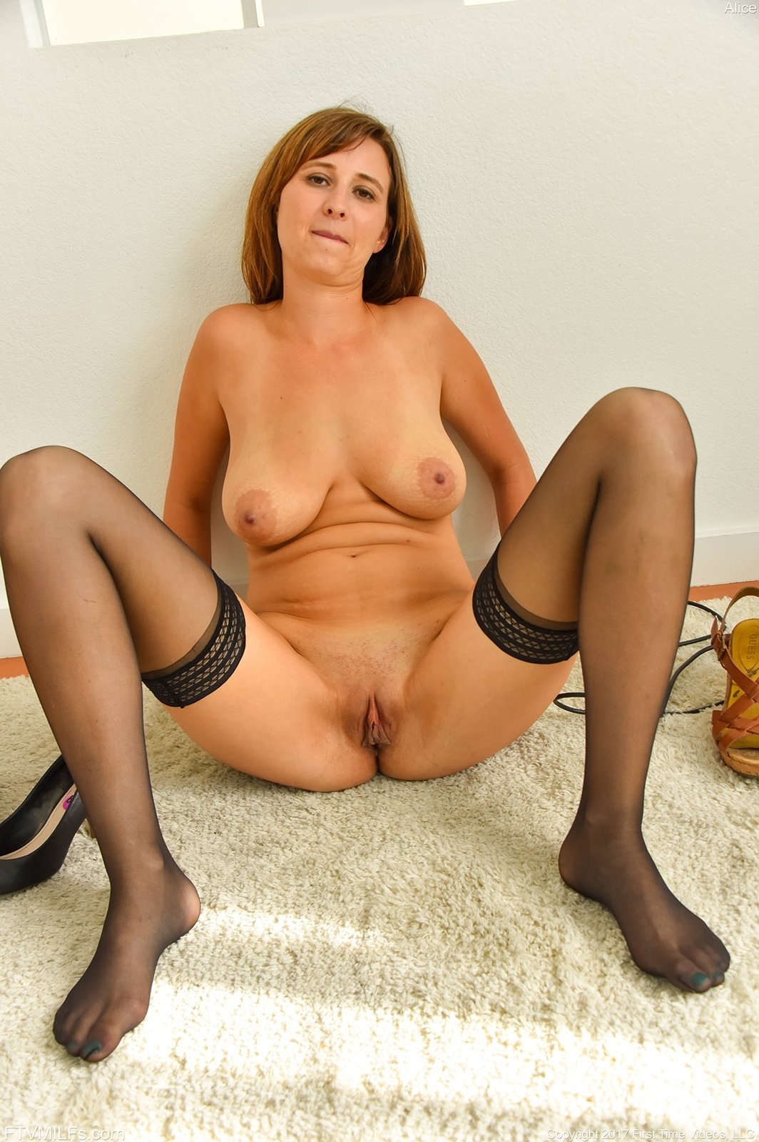 Saggy tits milf in stockings fisted