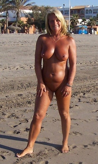 milf in stockings seduces add photo