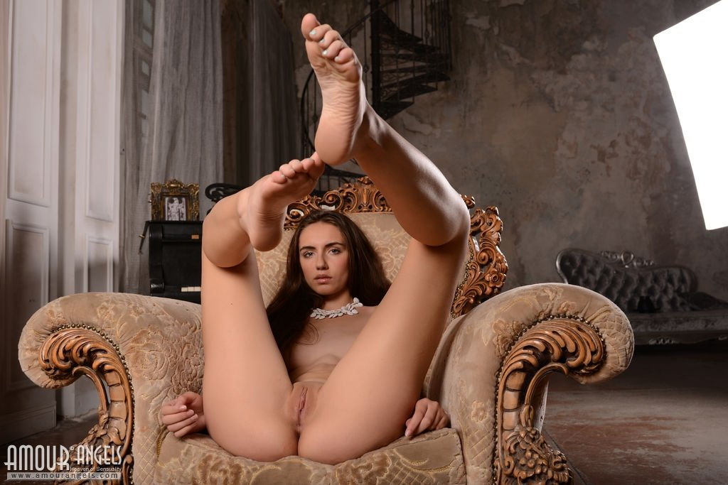 Goltilabar    reccomended sexy girls spreading their legs