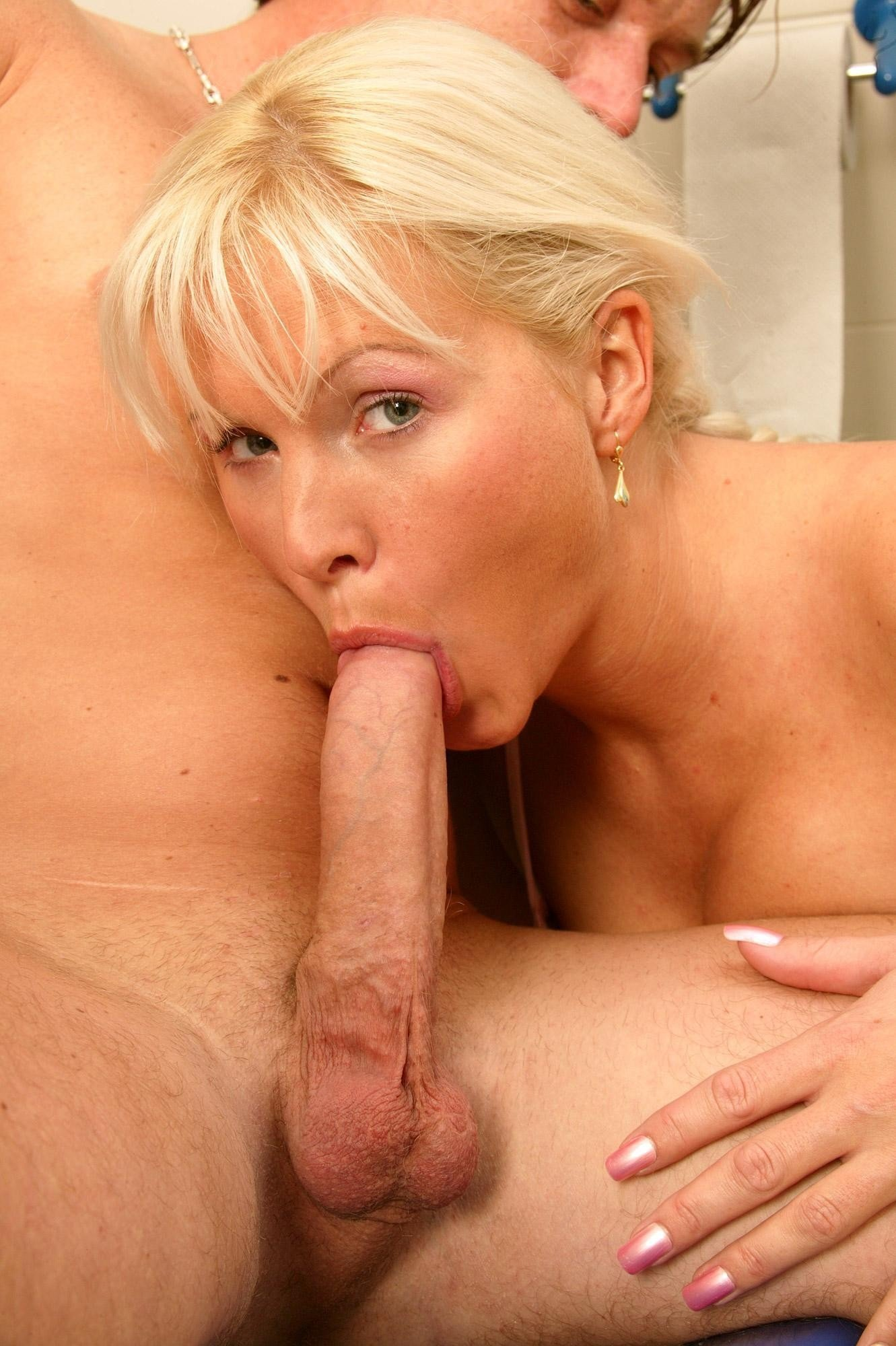 Grozragore    reccomend mature: pussy pounding pissing fissing - mature: figa sfondata pissing fissing