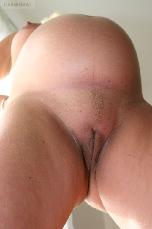 Sexy bowel movement wife