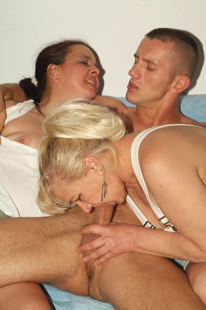 Teens seduced by lesbian housewives