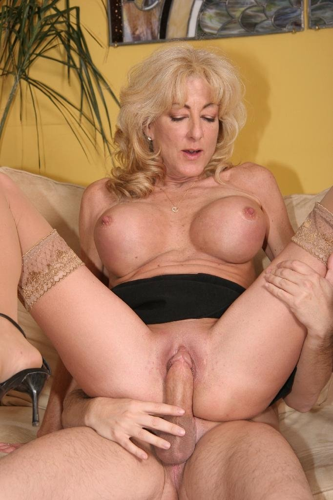 Mature ladies posing naked #8