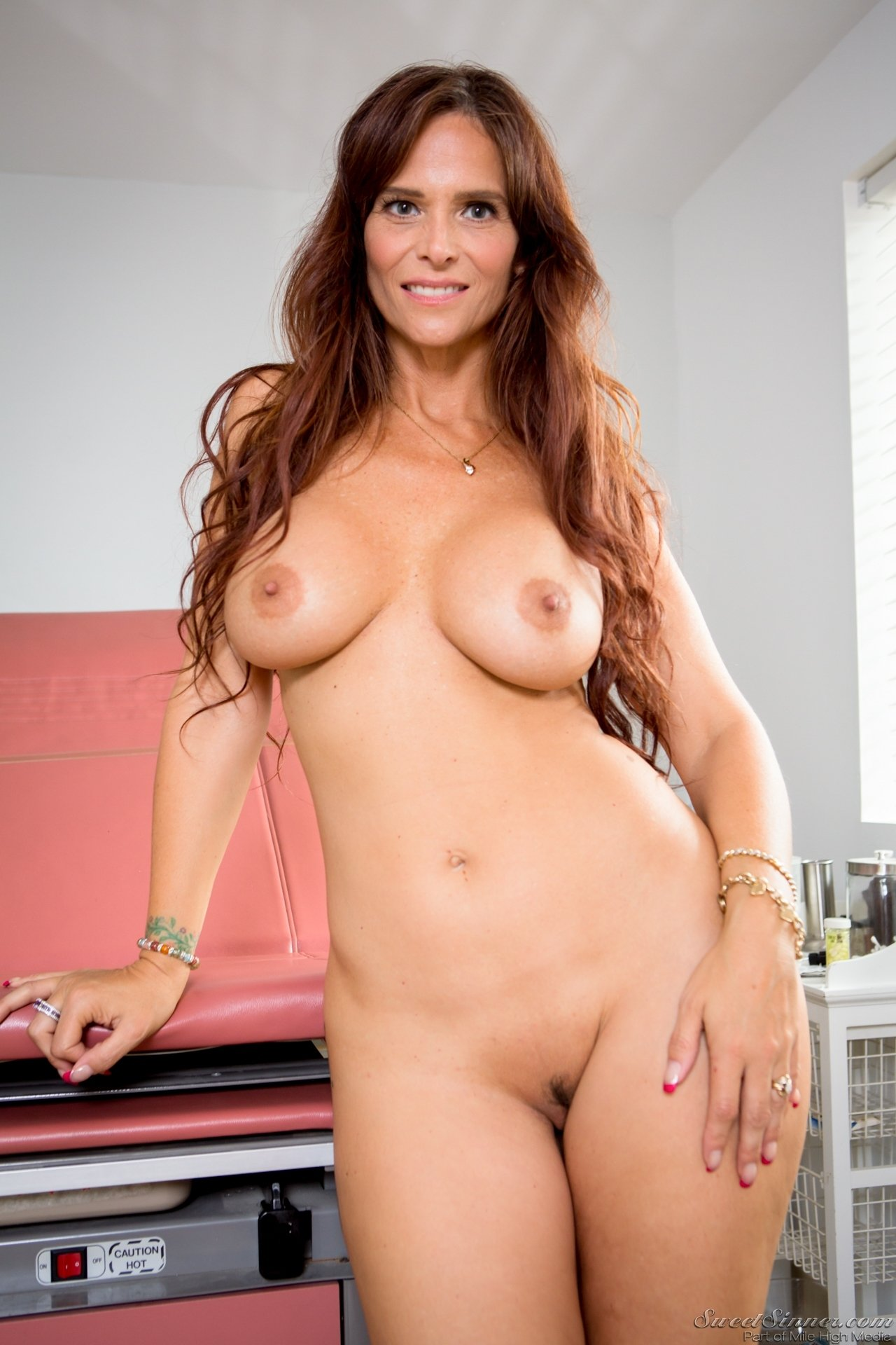 white-syren-naked-pictures