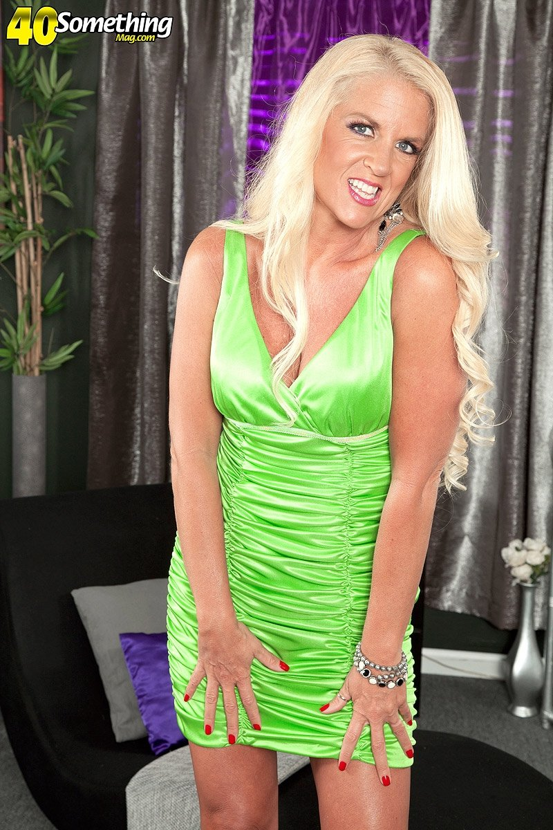 Adult webcam girl pay per minute