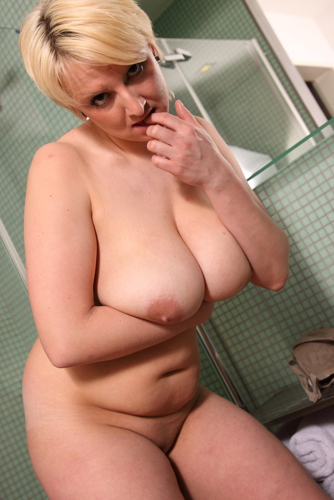 Free Short Hair Saggy Tits Solo Mirror Milf Blonde Shower -9609