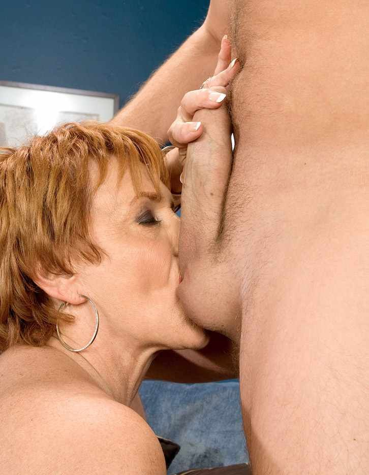 Amateur wife penetrated by stranger for first time