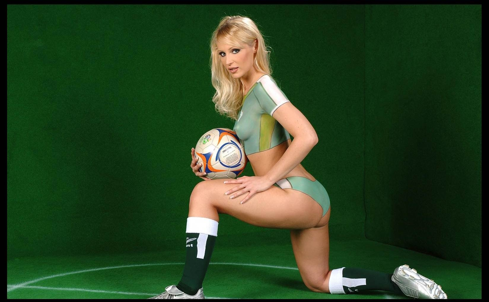 Sistar pusy germany body paint soccer girls aunt