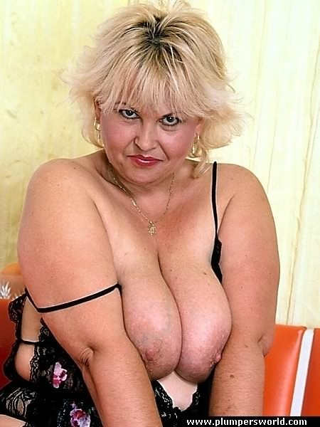 Fat mature blonde with big tits gets her 9