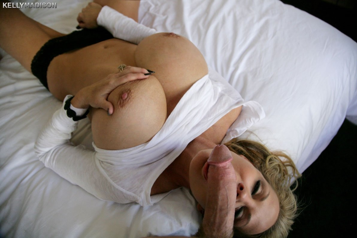 Horny amateur mom gets picked up