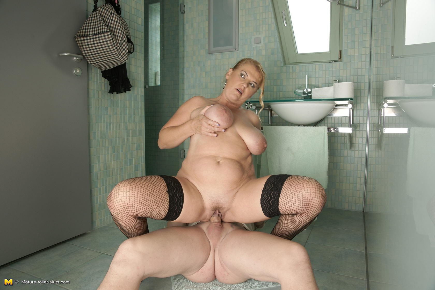 Mature slut toilet