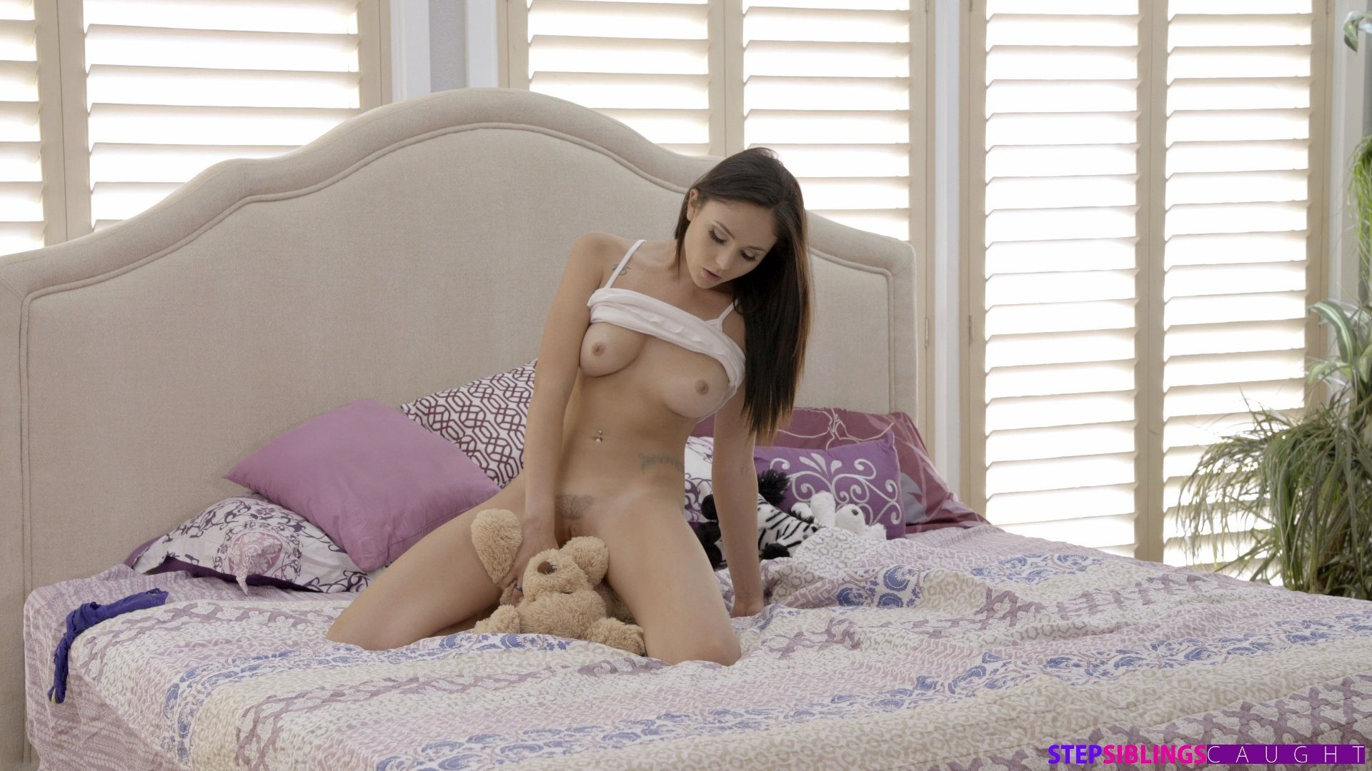 Eating pussy thumbnails Hot Lonely Girl Play With Crazy Things To Get Orgasm clip-26