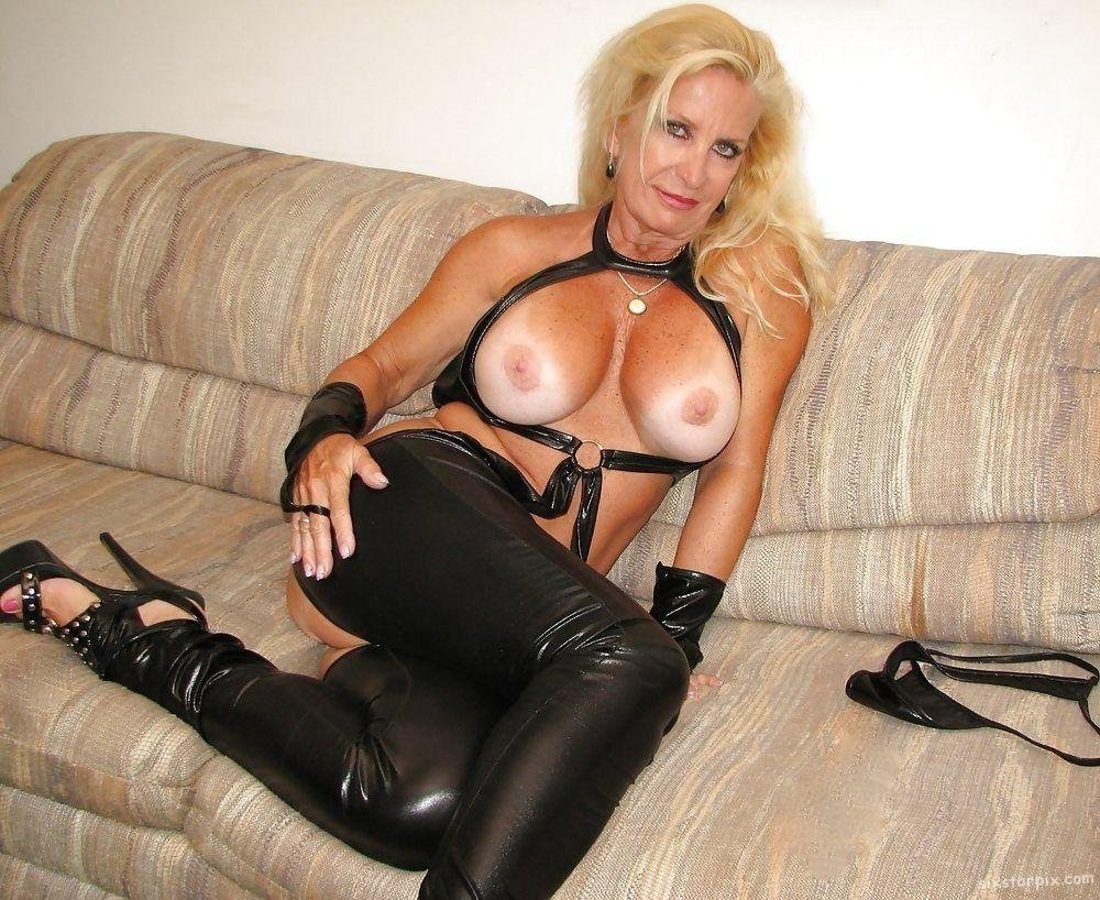 Free Leather Boots Milf Porn Pics