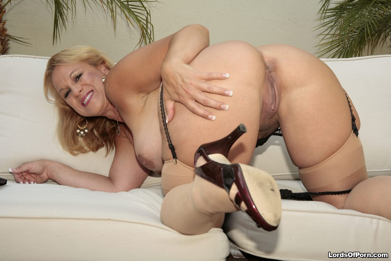 girl first time glory hole