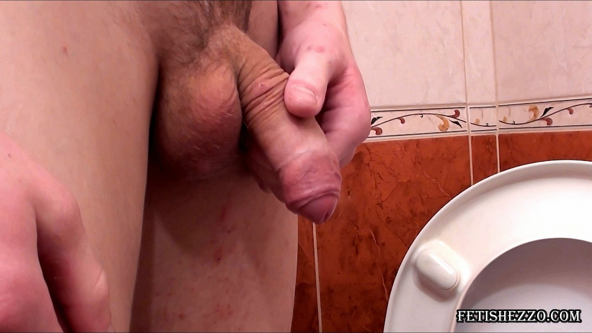 Solo german amateur peeing for that
