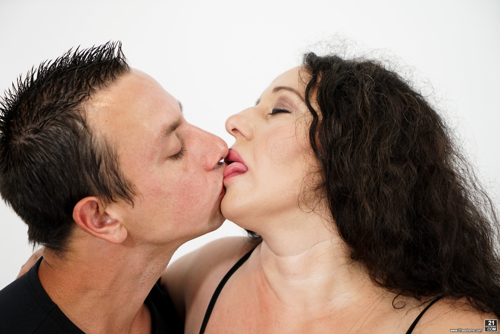 Reluctant wife's first threesome story ginger bank porn